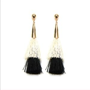 Stacked Tassel Earring/Black& White
